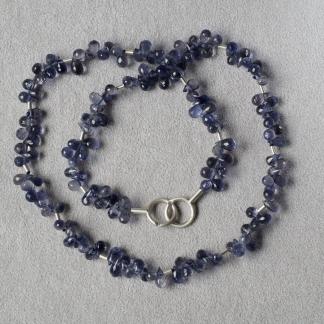 Iolithkette mit einem 925/- Silberverschluss und silbernen Zwischenstücken