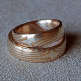 Eheringe aus Silber und Kupfer gearbeitet mit der Mokume-Gane-Technik