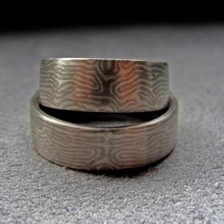 Eheringe aus 925/-Silber und 950/-Palladium, gearbeitet mit der Mokume-Gane-Technik