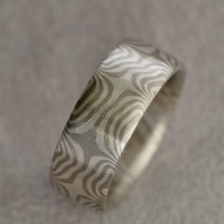 Mokume Gane Fingerring aus 925/- Silber, 500/- Palladium, tordiert mit 8 Sternen