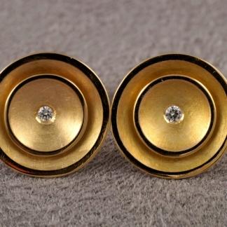 Runde Ohrstecker aus 750/- Gold Ohrstecker mit einem Brillant in der Mitte