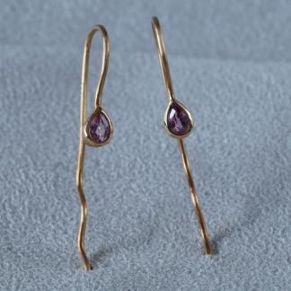 Ohrhänger aus 750/-Gold mit pinkfarbenen Saphirtropfen