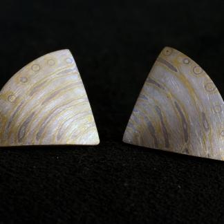 Ohrstecker gefertigt mit der Mokume Gane Technik aus 925/-Silber, 917/-Gold und 500/-Palladium