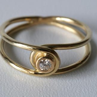 Goldener Achter-Ring, 585/- Gold und Brillant