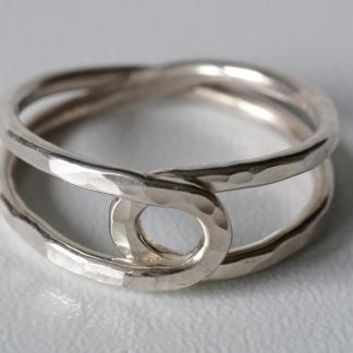 Silberner Achter-Ring, 925/- Silber ohne Stein, gehämmert
