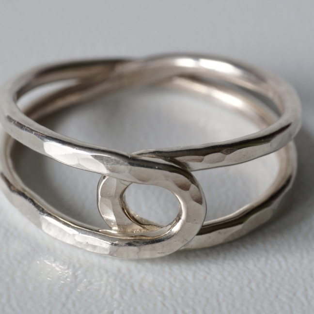 Silberner Achter-Ring, gehämmert