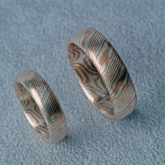 Eheringe aus 925/-Silber und Shibuichi gefertigt mit der Mokume-Gane-Technik