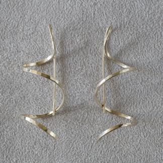 Ohrhänger aus 925/- Silber zur Spirale gebogen und gehämmert