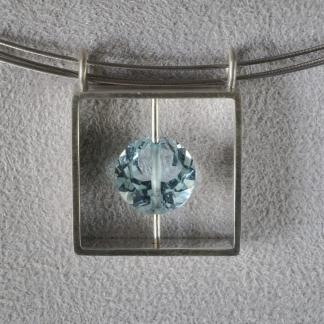 Anhänger, 925/- Silber mit facettiertem, runden Aquamarin