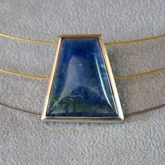 Anhänger 750/- Gold mit 925/- Silber und trapezförmigem Tansanit, Edelstahlhalsreifen teilvergoldet